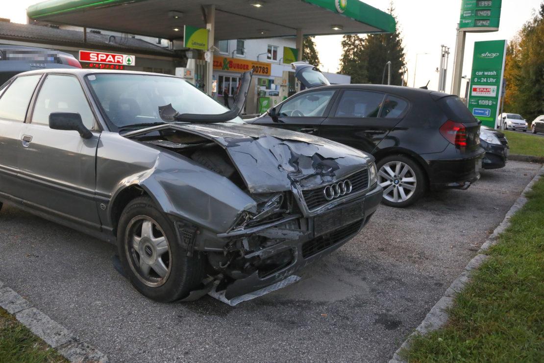 Kollision zwischen zwei Autos in Sattledt endet glimpflich