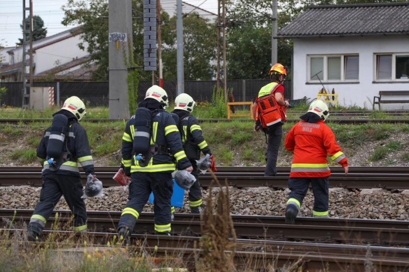Gefahrstoffaustritt aus Güterzugwaggon sorgt für Einsatz der Feuerwehr am Verschiebebahnhof Wels
