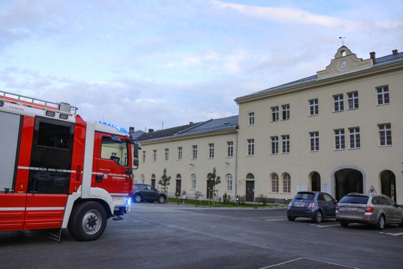 Einsatz durch angebranntes Kochgut in einer Mehrparteienhauswohnung in Wels-Lichtenegg