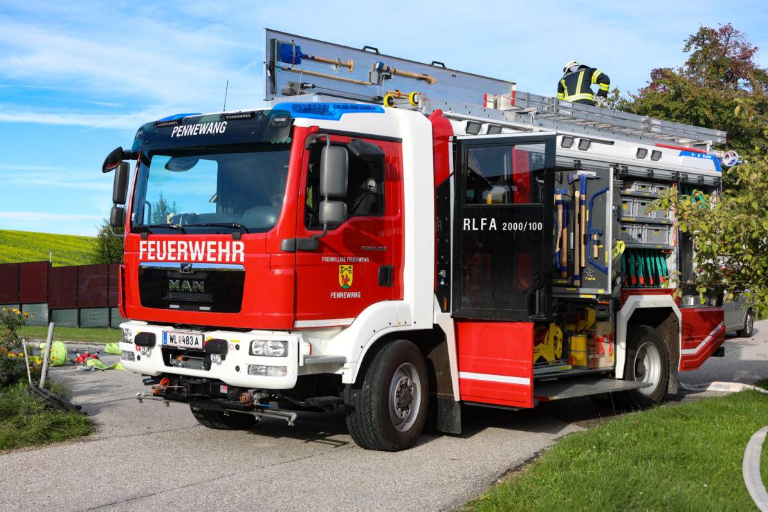 Garagenbrand in Pennewang erfordert Einsatz von zwei Feuerwehren
