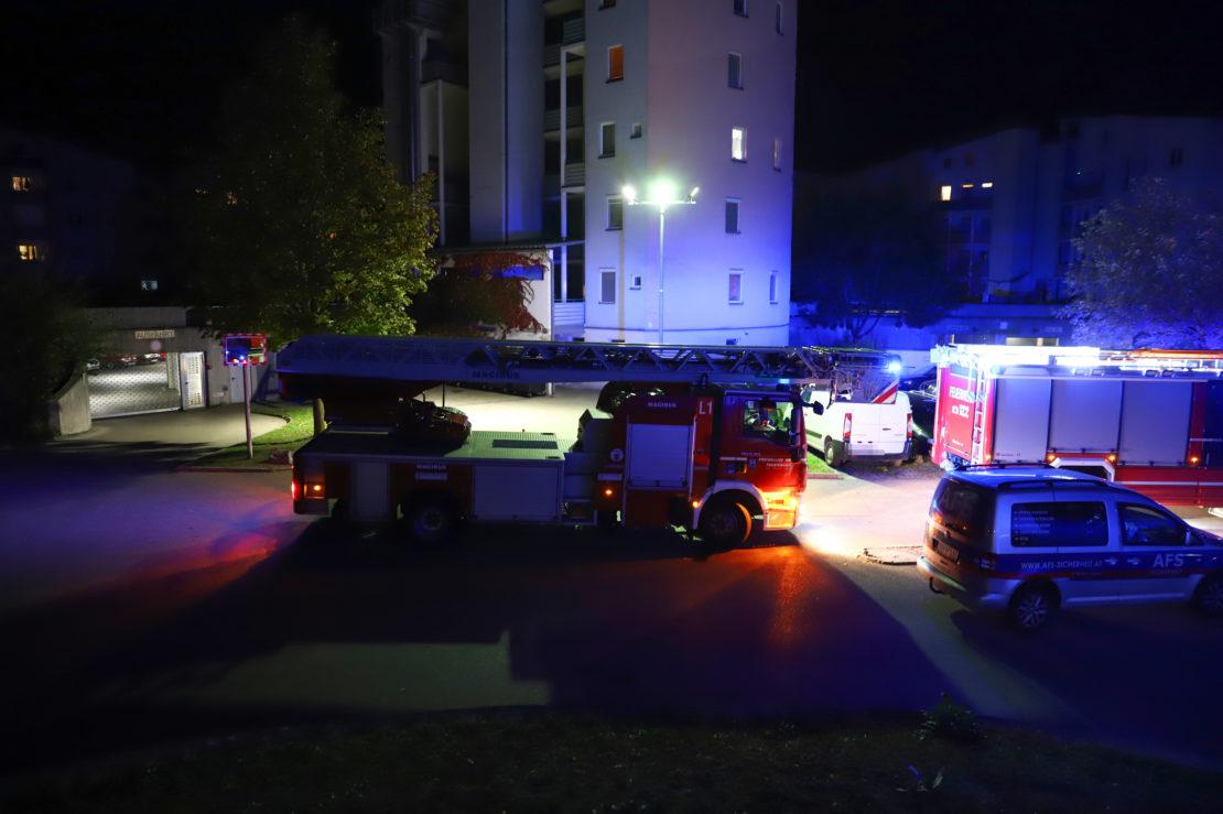Feuerlöscher in Tiefgarage einer Wohnanlage in Wels-Lichtenegg versprüht