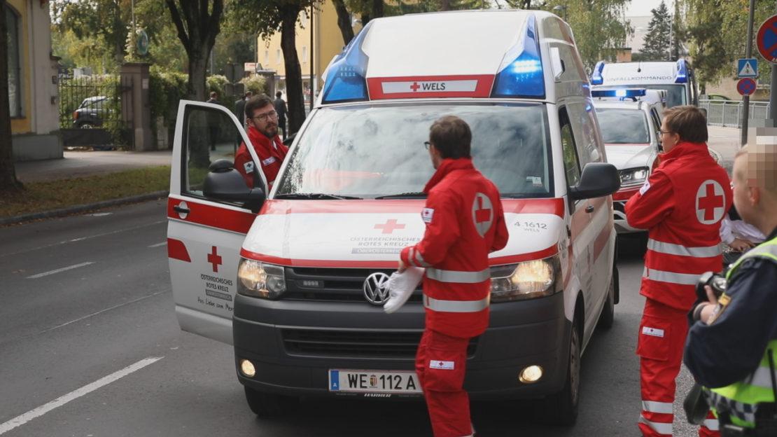 Notarzteinsatz: Person in Wels-Innenstadt von Auto erfasst und schwerer verletzt
