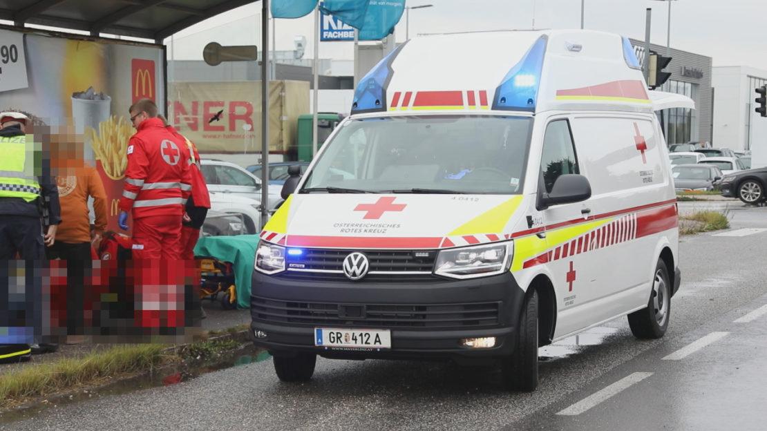 Fußgänger in Wels-Schafwiesen von LKW erfasst und schwer verletzt