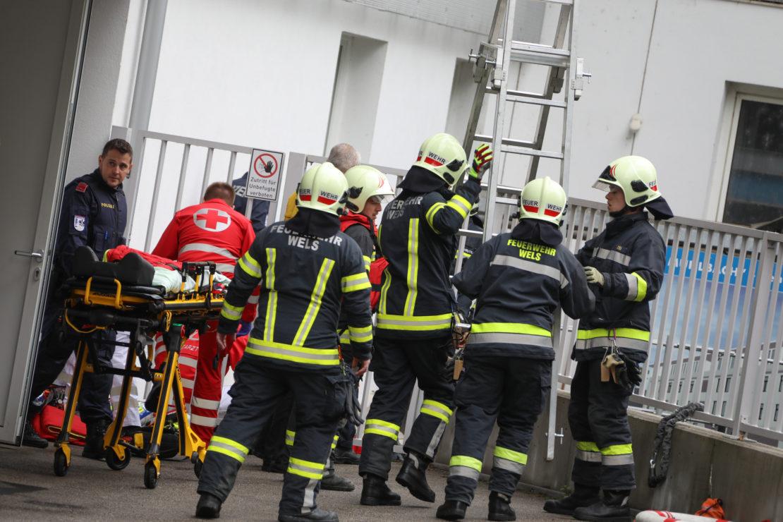 Reanimation: Leblose Person in Wels-Innenstadt aus Mühlbach gerettet