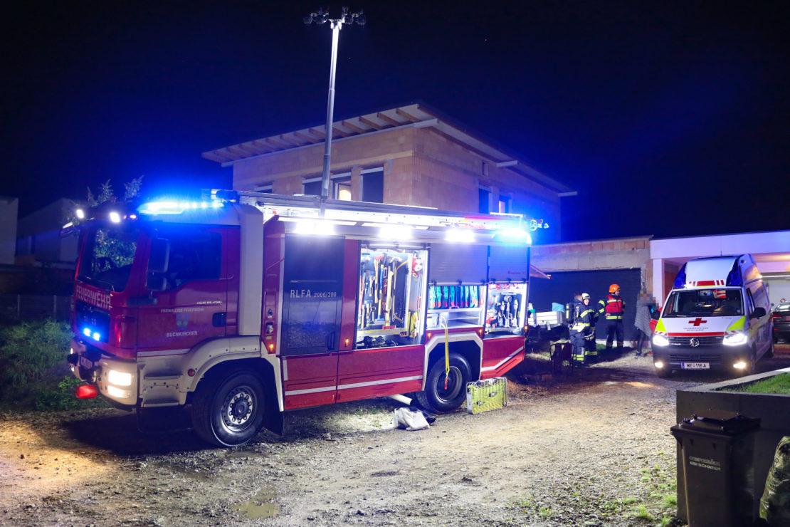 Ein Schwerverletzter sowie eine Leichtverletzte nach Brand in einem Haus in Buchkirchen