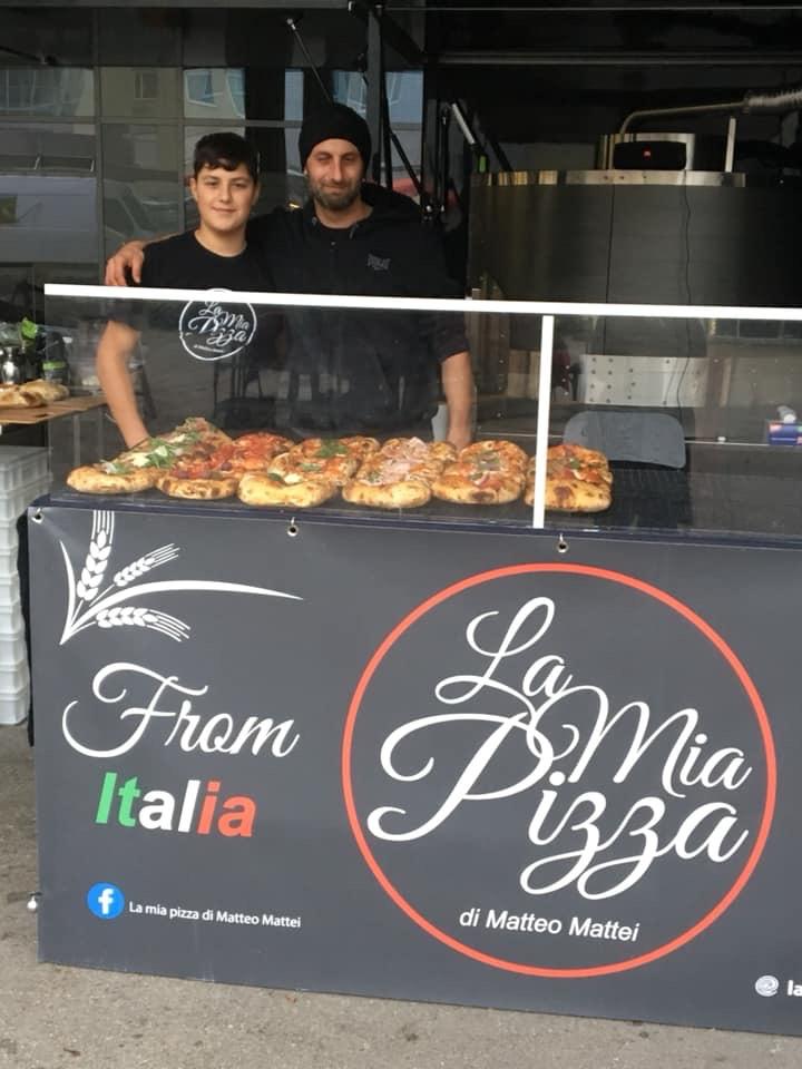 Frische Pizza am Wochenmarkt