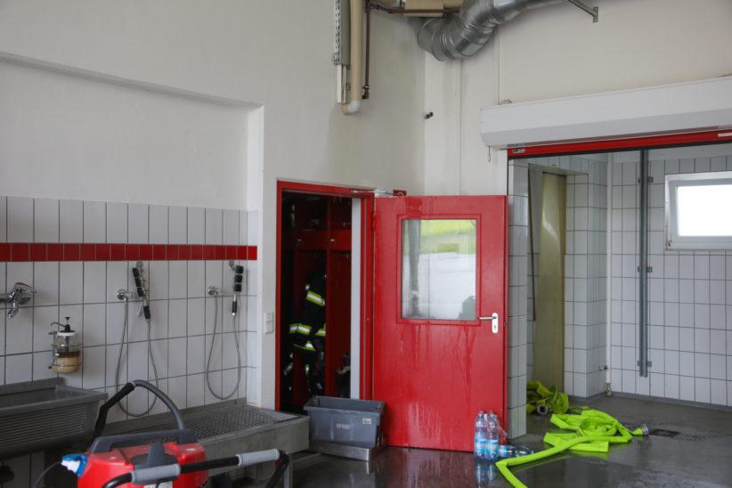 Einsatz nach größerem Wasserschaden im Feuerwehrhaus in Neukirchen bei Lambach